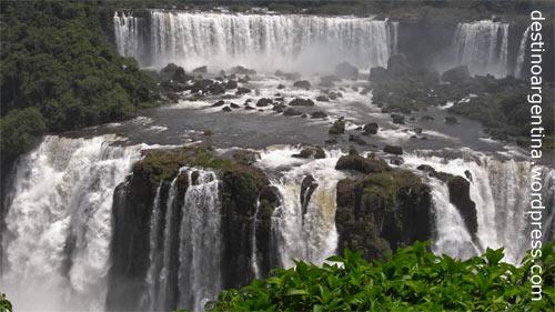 Salto Rivadavia und Salto Tres Mosqueteros im Parque Nacional Iguazú in Argentinien