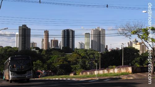 Stadtansicht mit Bus von Foz do Iguaçu in Brasilien