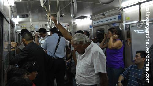 Subte Linea C zum Bahnhof Retiro in Buenos Aires