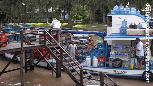 Versorgungsboot im Paraná-Delta macht Hausbesuch am Alpenhaus