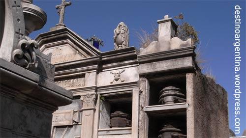 Prunk und Verwahrlosung im Cementario de la Recoleta Buenos Aires